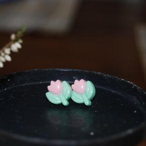 Jewelry - 90's Tulip Earrings